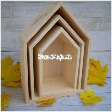 Medinė lentyna - namelis, vidutinė