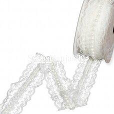 Baltos spalvos nėriniai su karoliukais