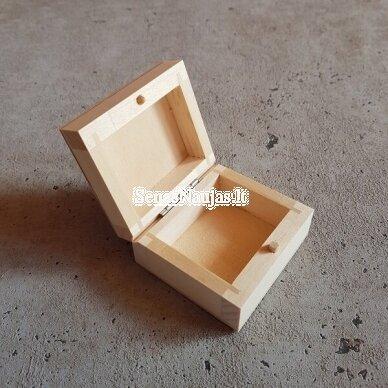Maža medinė stačiakampė dėžutė