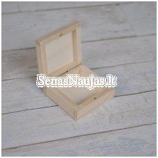Medinė maža dėžutė