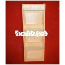 Medinė pakabinama lentyna su 3 skyreliais