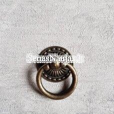 Metalinė rankenėlė su žiedu