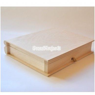 Medinė dėžutė knyga su užraktu