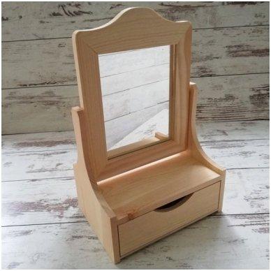 Medinė dėžutė su stalčiuku ir veidrodžiu