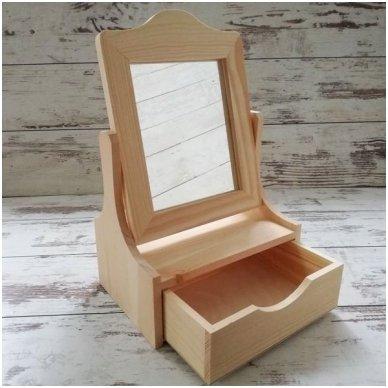 Medinė dėžutė su stalčiuku ir veidrodžiu 2