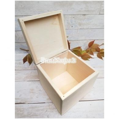 Medinė kubo formos dėžutė 2